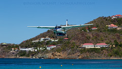 Cessna Grand Caravan On Approach Into St Barths. (spencer.wilmot) Tags: water plane airplane bay paradise aircraft aviation sbu commuter sep caravan arrival approach pv stbarts prop cessna turboprop stbarths blackfin c208 c208b grandcaravan islandhopper gustafiii lowapproach stbarthcommuter spottersparadise fosbc