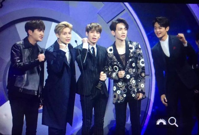 160329 SHINee @ 2016 KU Asia Music Awards' 26127110941_7329b70a4c_z