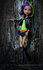 Clawdeen Wolf ~ Monster High (vavalady) Tags: monster photography high wolf doll outdoor clawdeen bandaphotos vavastudios