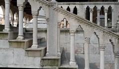 UDINE. LOGGIA DEL LIONELLO. (FRANCO600D) Tags: italy italia smartphone fvg friuli colonne archi udine marmo loggiadellionello friuliveneziagiulia passamano arcate stileveneziano franco600d