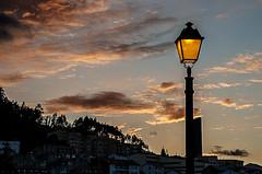 D3195-Atardecer en Pontedeume (II) (Eduardo Arias Rbanos) Tags: sky clouds atardecer nikon farola dusk streetlamp cielo nubes urbanlandscape pontedeume crepsculo paisajeurbano d300 eduardoarias eduardoariasrbanos
