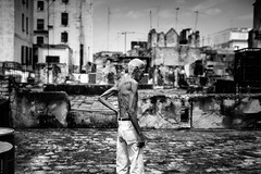 chicheri (Raquel lopez-chicheri) Tags: old people man building skyline cuba cuban azotea lahabana cubanos lahabanavieja lahabanasederrumba lahabanaisfallingdown