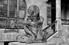 El Nio de la mirada triste. (Iqbal Masih) (Howard P. Kepa) Tags: escultura alava euskadi paisvasco vitoriagasteiz iqbalmasih callepostas