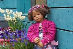 Milina ... mit den Blmchen trumen ... (Kindergartenkinder) Tags: park essen dolls outdoor sony feld wiese blumen landschaft garten annette personen milina gruga himstedt kindergartenkinder