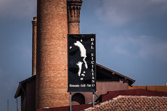 DSC_2457 (nozitep) Tags: italy streetphotography clothes brando catania