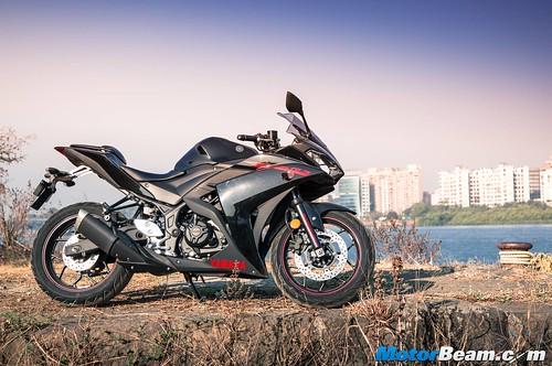 2016-Yamaha-R3-03