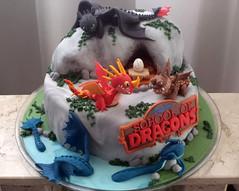 Bolo no tema School of Dragons, baseado no game da animao Como treinar seu drago (Elaine Russo - Delizie! Arte com Acar) Tags: school cake dragon drago