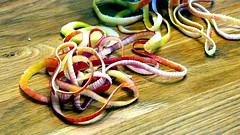 epluchures.... (frachotcatherine) Tags: collier cuisine pommes ruban guirlandes macromondays epluchures