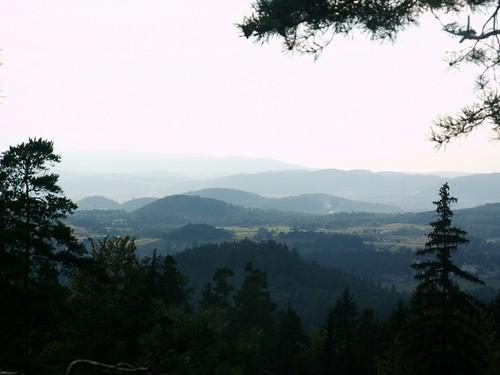 Widoki z punktu widokowego na Husyckich Skałach w Sokolikach