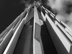 La otra Lisboa (John LaMotte) Tags: lisboa lisbon lisabon edificio abstract abstracto bw blackwhite pretoebranco infinitexposure blancoynegro ilustrarportugal