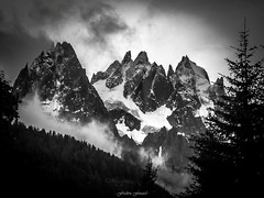 Accalmie du Matin (Frdric Fossard) Tags: alpes lumire glacier chamonix brume aiguilles clart hautesavoie aiguillesdechamonix luminosit aiguilleduplan massifdumontblanc blaitire lesgrandscharmoz