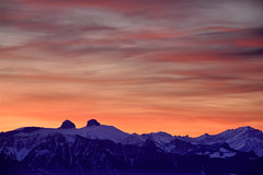 Le foehn s'invite... (Valentin le luron) Tags: nature montagne alpes rouge switzerland tour lausanne ciel e contraste neige yves paysage 800 vaud nkon savigny romandie foehn paudex da 20160210