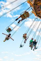 El columpio II / The swing II (elda maganto) Tags: street carnival frankfurt feria carousel fair swing tiovivo columpio