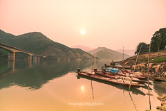 K0965.0414.T Khoa.Bc Yn.Sn La (hoanglongphoto) Tags: morning bridge sky sun lake water sunrise canon landscape asian boat asia dale outdoor hill lakeside vietnam ridge pinksky mountainlandscape h cu northvietnam phongcnh butri northwestvietnam nc snla thuyn bh lakesurface bnhminh mountainouslandscape vietnamlandscape ngoitri tybc ngni phongcnhvitnam canoneos1dsmarkiii chu ngnam bcyn buisng thunglng sunriseoverthelake zeissdistagont3518ze butrimuhng takhoabridge cutkhoa hthyinhabnh tkhoa mth hydropowerreservoir dyi phongcnhsnla cnhquanni vietnammountainouslandscape phongcnhvngni phongcnhvngnivitnam phongcnhbcyn bnhminhtrnh