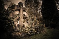 R.I.P. (JayPiDee) Tags: friedhof cemetery deutschland headstone tombstone hamburg photowalk gravestone grabstein boneyard fotowalk friedhofohlsdorf flickrfotowalk flickrfotowalk240416ohlsdorf