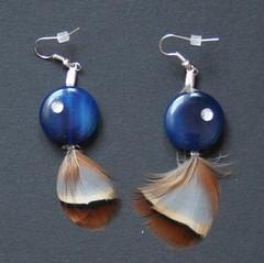 plume (fabrikarine) Tags: fleur vintage collier bijoux plastic boucle fou cuivre doreille