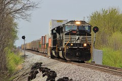 Clearing High Hill (Matt_Schimmel) Tags: train ns missouri signal freight norfolksouthern emd highhill sd70m searchlightsignals