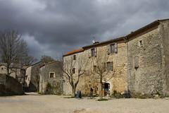 Ciel menaant...  La Couvertoirade (Philis.Nat) Tags: france gris la village place maisons ciel pierres nuages aveyron nuageux vieilles templier couvertoirage