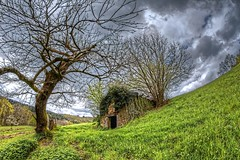 The house of Man Ben - La maison de l'Homme Ben (Sbastien Vermande) Tags: trees panorama france landscape spring cabin fisheye arbres paysage printemps hdr enchantment cabane treatment aveyron retouche midipyrnes traitement canon7d samyang8mm vermande