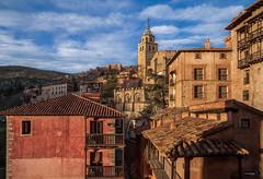 Albarracin (Teruel) (Gelert, el eterno aprendiz) Tags: canon casa torre pueblo iglesia panoramica nubes 7d teruel albarracin