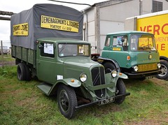 CITROEN 23 RU Bch et BEDFORD verts (xavnco2) Tags: show old france green truck french bedford plateau meeting citron vert exposition lorry camion type trucks 23 normandie removal tracteur tk eure 2016 autocarro fourgon anciens vhicules leneubourg bach pontfire rassemmblement dmnagements
