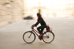 In bici all'Hofburg (Valdy71) Tags: vienna wien bike austria panning hofburg