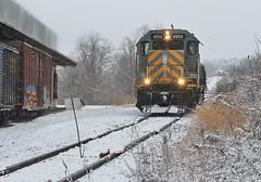 AVR GP40 #4004, International Paper. (W&LE45) Tags: railroad winter train trains bo pike wp railroads snowshots avr swp gp40 eightyfour alleghenyvalleyrailroad carloadexpress