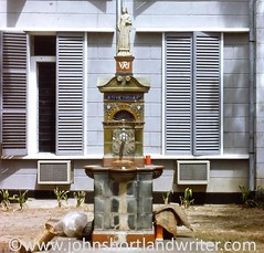 Meeting Place - Seychelles 1976 (john shortland) Tags: city fountain statue bag islands town flask place capital indianocean drinking meeting victoria queen shutters seychelles 1976 thermos mahe slidetodigital
