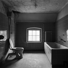 Cleansing Invitation (Ralph Graef) Tags: loo abandoned window monochrome bathroom decay interior empty toilet restroom inside vacancy emptiness dilapidated inaneness