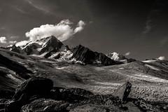 Soleil matinal sur Le Chardonnet (Frdric Fossard) Tags: alpes noiretblanc lumire glacier ciel contraste nuage chamonix crevasse rocher moraine cime clart hautesavoie sommet chardonnet aiguilleverte peron luminosit glacierdutour massifdumontblanc hautemontagne