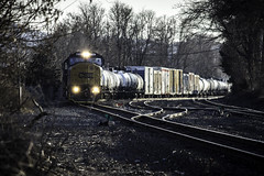 CSX #8760 (Chris Whit) Tags: railroad winter cold train dusk grain tracks trains headlights upstateny bland rails boxcar colorless railfan freight csx kingstonny manifest emd railfanning csxt csxtransportation sd60i chriswhitphoto riverlinecsx