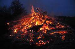 Ostersonntag 2016 (182) (Chironius) Tags: germany deutschland fire llama burning flame alemania fuego ostern brand feuer flamme allemagne fuoco feu germania firing frhling fiamma ardent vuur conflagration niedersachsen vlam ardiente menslage accesa   brandend