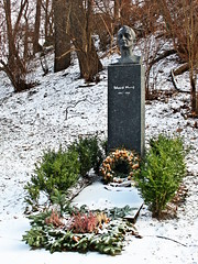 Scream if you like it (A guy called John) Tags: city trees winter urban white snow cold cemetery graveyard oslo norway painting spring frost artist capital headstones frosty graves norwegian scream edvard nordic colourful munch ibsen henrik vr wintry frelsers gravlund