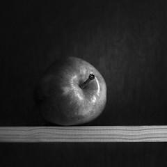 Apple-on-Shelf (Ian-Barber Photography) Tags: apple hc110 kodaktmax semistand