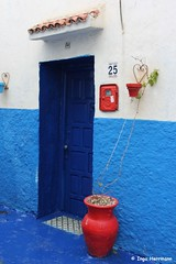 IMG_3323 - red, blue and white (Herrmaennchen) Tags: world africa door city travel blue red white house canon colours northafrica sigma morocco maghreb colourful marokko rabat kasbah kasbahdesoudaias