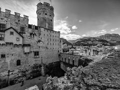 La fossa dei Martiri (drugodragodiego (1,8 Million Thanks!)) Tags: blackandwhite bw italy castle architecture buildings blackwhite pentax sigma trento 8mm castello trentino biancoenero k3 pentaxiani sigma816mmf4556dchsm sigma816mm pentaxk3
