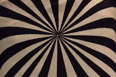 (nuvemiridescente) Tags: blackandwhite canon fabric pretoebranco estampa tecido padrão geométrico masprhodia