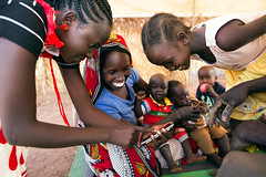 Refugee photojournalists in South Sudan (Albert Gonzalez Farran) Tags: youth photography southsudan refugee refugees arts photojournalism development communications unhcr asylumseeker unitystate ajuongthok