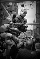 Gent (B) - Emile Braunplein - 2015/12/20 (Geert Haelterman) Tags: blackandwhite white black monochrome nikon belgium d70 candid streetphotography zwart wit ghent gent gand geert streetshot photoderue straatfotografie photographiederue fotografíadecalle strassenfotografie fotografiadistrada haelterman