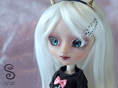 Zero (Nepenthe (Sutura Workshop) - NEW ACCOUNT!) Tags: white cute texture hair asian japanese doll eyelashes skin alt ooak pastel gothic goth makeup horns carving lips chips pale full plastic kawaii albino groove pullip custom fc abs eyebrows custo alternative realistic nepenthe maquillaje faceup whiteeyelashes whiteeyebrows pastelgoth suturaworkshop miokit