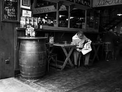 Taberna sevillana (Joaquín Mª Crespo) Tags: street bw byn blancoynegro monocromo blackwhite calle sevilla fuji streetphoto bares callejeo x100s sistamax