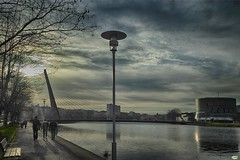 La farola (juantiagues) Tags: ro puente farola paseo auditorio nubes tirantes lrez juanmejuto juantiagues