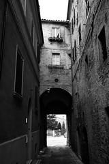Montecarotto (Gabriele Mas) Tags: bw porta vicolo bianconero marche biancoenero vallesina montecarotto