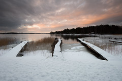 Snowy trio (- David Olsson -) Tags: winter sunset mars lake 3 snow seascape cold clouds landscape march three pier nikon sundown cloudy sweden outdoor piers jetty trio fx grad tre vr vnern d800 hammar jetties brygga vrmland 1635 2016 1635mm lakescape gnd bryggor leefilters davidolsson 06hard 1635vr vstraskagene