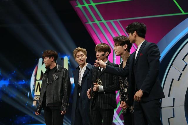 160329 SHINee @ 2016 KU Asia Music Awards' 25590933983_280dbfc89b_z