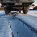 Grandes rachaduras no gelo do rio
