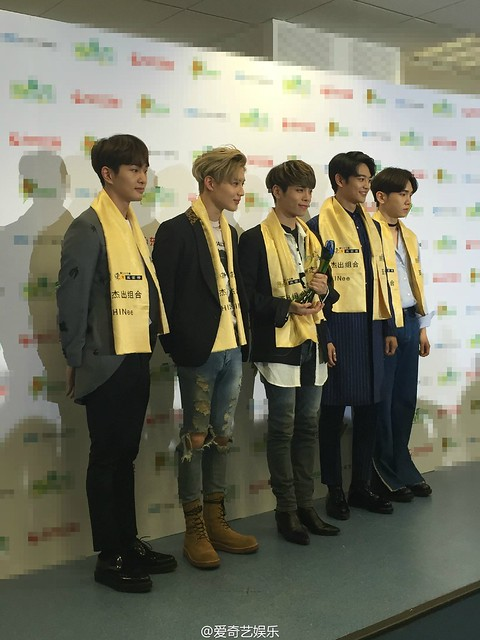 160328 ‎SHINee @ '23rd East Billboard Music Awards' 26033270682_f8a2e607bf_z