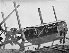 Dredge boat sunk by a Confederate shell. James River, Virginia - Thanksgiving Day 1864 [4465 x 3425] #HistoryPorn #history #retro http://ift.tt/1MUqGOt (Histolines) Tags: thanksgiving history by river james virginia boat day shell x retro confederate timeline sunk dredge 1864 vinatage 3425 4465 historyporn histolines httpifttt1muqgot
