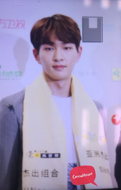 160328 Onew @ '23rd East Billboard Music Awards' 26078986866_5f7f747ee5_z