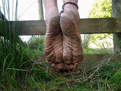 Leather tough (Barefoot Adventurer) Tags: walking toes natural earth barefoot barefeet connected soles barefooted earthing barfuss barefooting barefoothiking strongfeet barefooter baresoles leathersoles toughsoles wrinkledsoles callousedsoles thicksoles livingleather naturalsoles earthstainedsoles